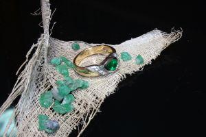 835513_emeralds_jewels.jpg
